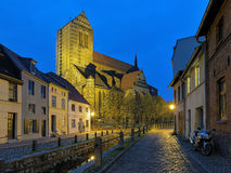 Aftonsikt av St Nicholas Church i Wismar, Tyskland Arkivfoton