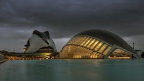 Aftonsikt av staden av konster och vetenskaper i Valencia, Spanien royaltyfri foto