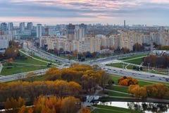 Aftonsikt av staden av Minsk Panorama på solnedgången _ Royaltyfria Bilder