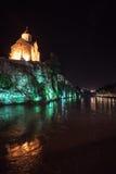 Aftonsikt av Tbilisi och Kuraet River på skymning royaltyfri bild