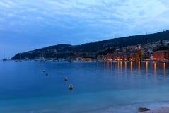 Aftonsikt av Villefranche-sur-Mer i den franska Rivieraen Royaltyfri Foto