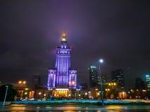AftonsiktsWarszawa och av slotten av kultur och vetenskaper en av de huvudsakliga loppdragningarna, symbol av Warszawa, Polen royaltyfria bilder