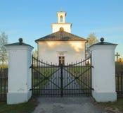 Aftonskott av kyrkan i Lungre i Sverige Arkivbild