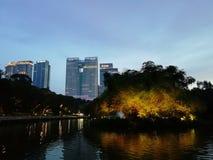Aftonstadssikt från lakesiden, Kuala Lumpur arkivbild
