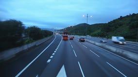 Aftontrafik på huvudvägen av Hong Kong Snabb rörelse arkivfilmer