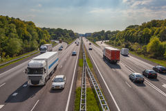 Aftontrafik på motorwayen A12, en av Bussiesten i Royaltyfria Bilder