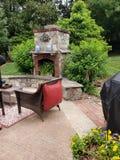 Afuera en el patio durante verano foto de archivo
