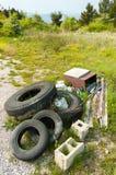 Afval in het land stock foto