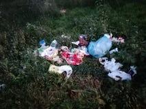 Afval op bos stock foto