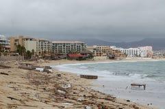 Afval op het Medano-strand na orkaan Royalty-vrije Stock Afbeeldingen