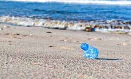 Afval op het strand Royalty-vrije Stock Afbeelding