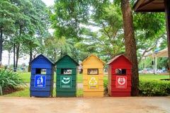 Afval op landschapsachtergrond Stock Afbeelding