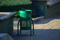Afvalbak in een park royalty-vrije stock fotografie