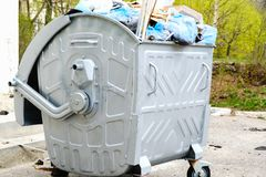 Afvalbakken voor vuilnis recyclingsvuilnisbak, vuilnisbak, vuilnis-bak, Trashcan stock foto