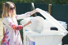 Afvalhuisvuil afzonderlijk gebruik en recycling royalty-vrije stock afbeeldingen