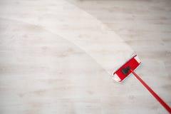 Afvegende vloer en het schoonmaken stock foto