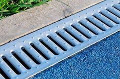Afvoerkanaal drate, rooster voor verwijdering van regenwater royalty-vrije stock afbeelding