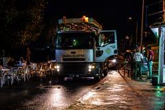 Afvoerkanaal Pompende Vrachtwagen in de Stad van de de Zomervakantie na Zware Regenval - Turkije Stock Foto