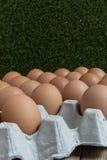 Afwezig concept: Een ei verdwijnt van de groep eieren Royalty-vrije Stock Fotografie