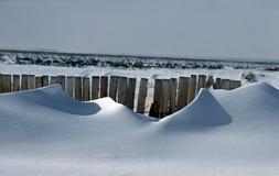 Afwijkingen achter sneeuwomheining #1 Royalty-vrije Stock Foto