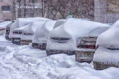 Afwijkingen langs een weg in de winter Stock Afbeeldingen