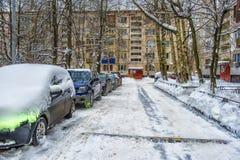 Afwijkingen langs een weg in de winter Stock Foto