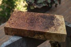 Afzelia burlträ som göras randig för bil för garnering för bildtryckinre, den exotiska trähärliga modellen för hantverk eller abs royaltyfri foto