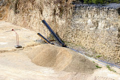 Afzettingsgesteenten bij een kalksteensteengroeve Royalty-vrije Stock Foto's