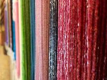 Afzonderlijke kleurenhalsbanden stock fotografie