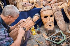 AGADIR, MAROKKO - 15. DEZEMBER 2017: Afrikanische Masken, Marokko GIF Lizenzfreie Stockfotos