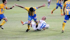 agains ποδοσφαιρικό παιχνίδι τ&e Στοκ εικόνα με δικαίωμα ελεύθερης χρήσης