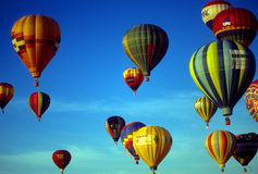 agaisnt balonów lotniczych niebieski gorące niebo Obraz Royalty Free