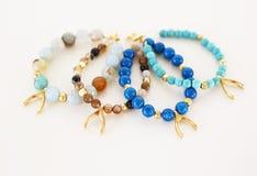 Agata gemstone bransoletki z złocistym wishbone Obraz Royalty Free