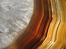Agatean vug (holte) die met rotskristal wordt gevuld royalty-vrije stock fotografie