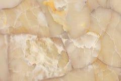 Agatgemstone som skiner genomskinlig textur, ljus för ädelstenkvartshonung - gul bakgrund arkivfoton