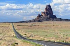 Agathla alza anche conosciuto come EL Capitan in valle del monumento vicino a Kayenta Arizona Fotografia Stock