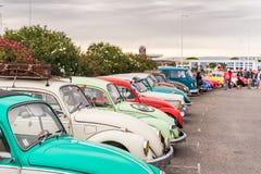 AGDE, FRANÇA - 9 DE SETEMBRO DE 2017: Grupo de besouros de Volkswagen exibidos durante a 16a reunião de Volkswagen do ` Agde do t Fotografia de Stock Royalty Free
