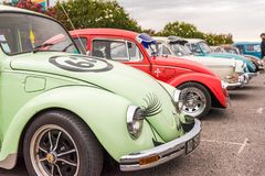 AGDE, FRANÇA - 9 DE SETEMBRO DE 2017: Grupo de besouros de Volkswagen exibidos durante a 16a reunião de Volkswagen do ` Agde do t Foto de Stock