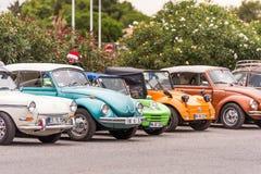 AGDE, FRANCES - 9 SEPTEMBRE 2017 : Groupe de scarabées de Volkswagen exhibés au cours de la 16ème réunion de Volkswagen du ` Agde Images libres de droits