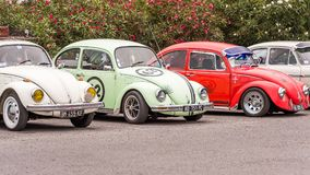 AGDE, FRANCIA - 9 DE SEPTIEMBRE DE 2017: Grupo de escarabajos de Volkswagen exhibidos durante la décimosexto reunión de Volkswage Imágenes de archivo libres de regalías