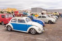 AGDE, FRANCIA - 9 DE SEPTIEMBRE DE 2017: Grupo de escarabajos de Volkswagen exhibidos durante la décimosexto reunión de Volkswage Imagenes de archivo