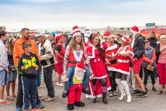 AGDE, FRANCIA - 9 DE SEPTIEMBRE DE 2017: Mascarada del ` s del Año Nuevo en la exposición de los coches retros Volkswagen Copie e Foto de archivo libre de regalías