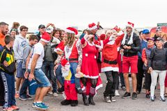 AGDE, FRANCIA - 9 DE SEPTIEMBRE DE 2017: Mascarada del ` s del Año Nuevo en la exposición de los coches retros Volkswagen Copie e Fotos de archivo