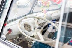 AGDE FRANCJA, WRZESIEŃ, - 9, 2017: Kierownicy zakończenie przy wystawą retro samochodu wolkswagen Zakończenie Obraz Royalty Free
