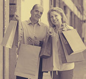 Aged couple with purchases Royalty Free Stock Photos