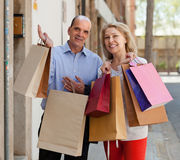 Aged couple with purchases Royalty Free Stock Photography