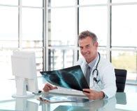 aged desk doctor his middle working Στοκ εικόνες με δικαίωμα ελεύθερης χρήσης