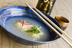 Agedashi tofu błękitny puchar Zdjęcie Stock