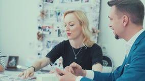 Agencja dla organizatorskich wydarzeń Konsultant przy spotkaniem z klientami zbiory