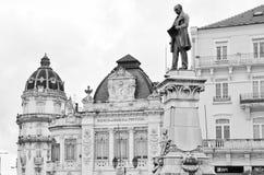 Agencyjny bank Portugalia w pięknym kwadracie z Joaquim Augusto statuą, Coimbra Fotografia Stock